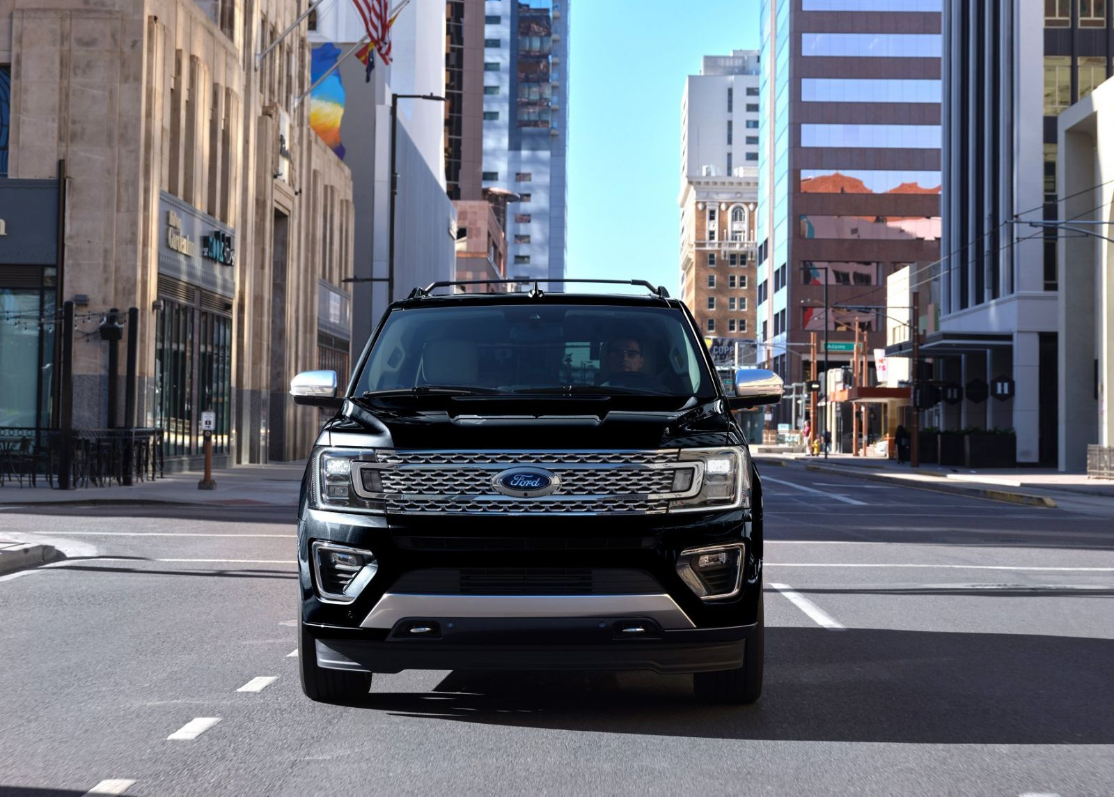 Ford-Expedition-Platinum-đầu-xe